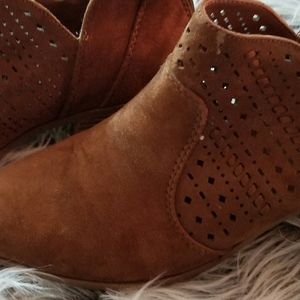CITY CLASSIFIED BROWN ANKLE BOOTS SZ 10
